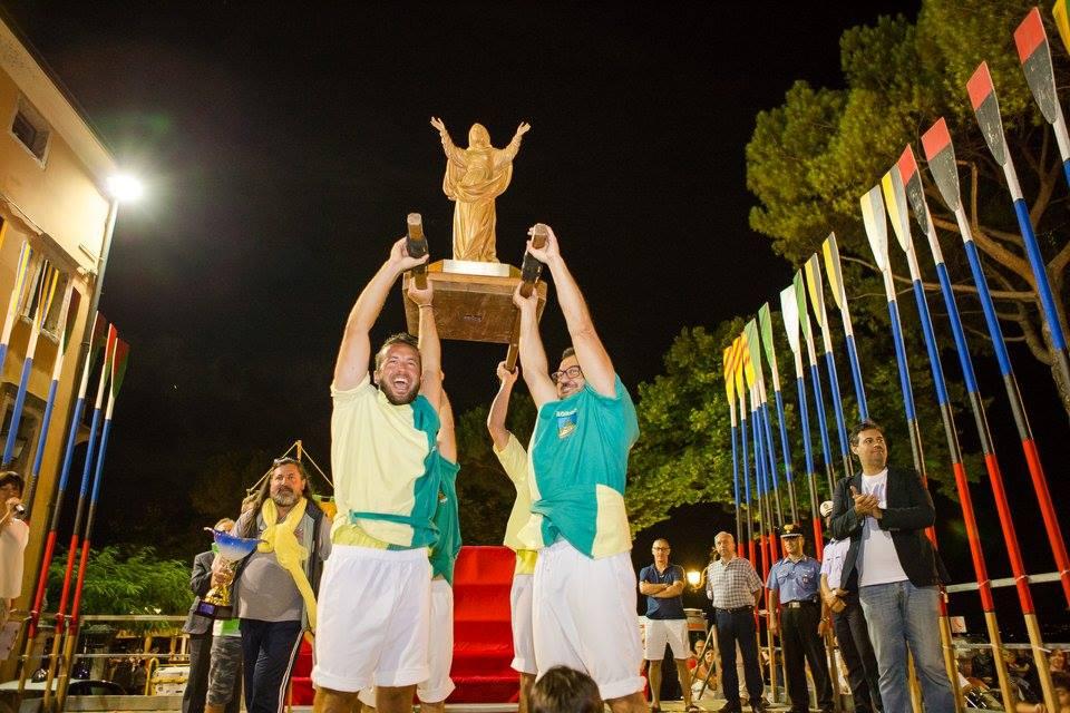 14) I vincitori del Palio delle Contrate 15.08.2016 - Contrada del Borgo - con il Sindaco Davide Bendinelli